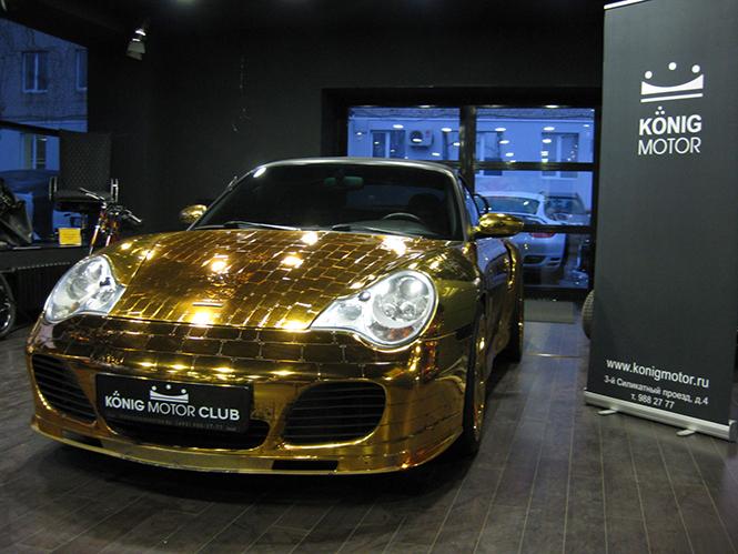 Денис Симачев является творческим художником, который делает не только внешний вид Porsche 996 Turbo Cabriolet, а также внутренний интерьер, который в настоящее время вся покрыта сусальным золотом.  Pоскошное Золотой Porsche 996 Turbo Cabriolet 005