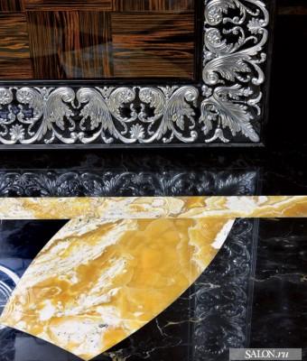 Стены гостиной, столовой и кухни, а также колонны декорированы буазери из эбенового дерева. Буазери, покрытые несколькими слоямилака до достижения зеркального блеска, были сделаны по специальному заказу на фабрике Francesco Molon.  Парадный интерьер в стиле ар-деко – Елена Белкова                          2 4 340x400