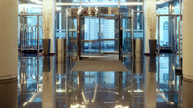 Отель Арарат Парк Хаятт Москва находится в центре Москвы,в России, расположенный всего в нескольких минутах ходьбы от Кремля, Красной площади, парламента России, а также центрального московского делового или торгового района -Тверской улицы.  Отель Арарат Парк Хаятт, Москва – России                                                          12