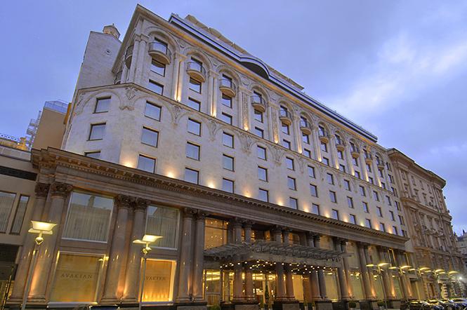 Отель Арарат Парк Хаятт Москва находится в центре Москвы,в России, расположенный всего в нескольких минутах ходьбы от Кремля, Красной площади, парламента России, а также центрального московского делового или торгового района -Тверской улицы.