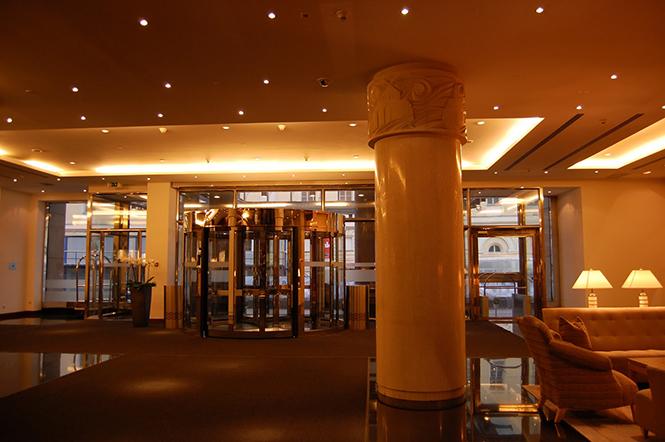 Отель Арарат Парк Хаятт Москва находится в центре Москвы,в России, расположенный всего в нескольких минутах ходьбы от Кремля, Красной площади, парламента России, а также центрального московского делового или торгового района -Тверской улицы.  Отель Арарат Парк Хаятт, Москва – России                                                          8