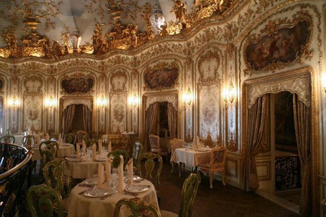 Турандот -это роскошный ресторан, расположенный в Москве. Азиатская и Европейская кухни удивляют своих посетителей .