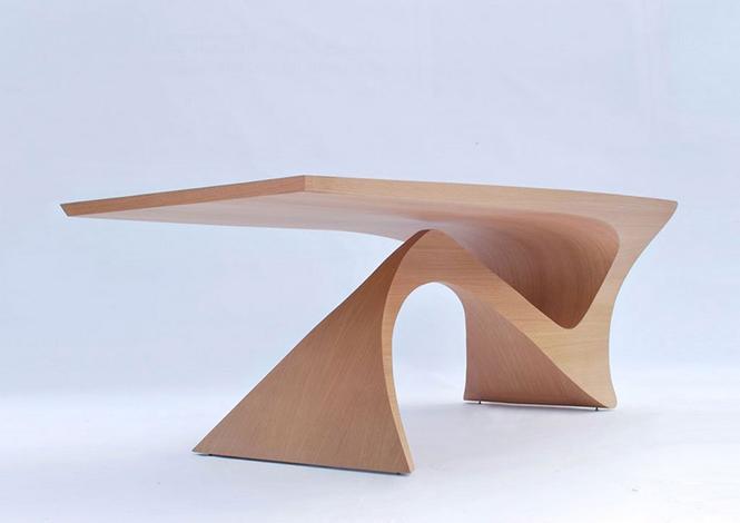 Голландский дизайнер Даан Малдер (Daan Mulder), разработал дизайн стола который является частью коллекции мебели Form Follows Function.  Стол из цельного куска древесины от Даана Малдера                                                                                             1