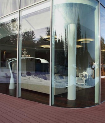 Архитектор Андрей Тигунцев (Andrey Tiguntsev) представил потрясающий проект стеклянный дом.
