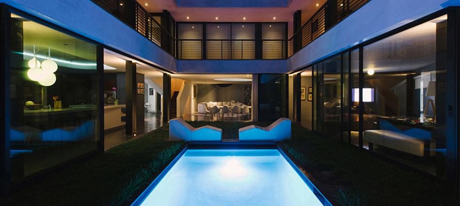 Архитектурная студия New Theme выполнила дизайн частного дома по заказу фотографа Jill Greenberg и его жены Robert Green в Лос-Анджелесе, Калифорния, США.  Частный дом Green Greenberg Green от студии New Theme slider14