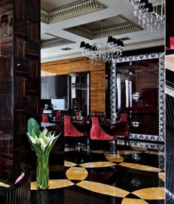 Стены гостиной, столовой и кухни, а также колонны декорированы буазери из эбенового дерева. Буазери, покрытые несколькими слоямилака до достижения зеркального блеска, были сделаны по специальному заказу на фабрике Francesco Molon.  Парадный интерьер в стиле ар-деко – Елена Белкова slider2 340x400
