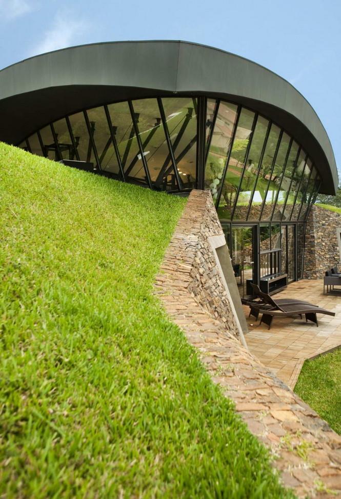 Два дома в Луке (Two Homes in Luque) в Парагвае от BAUEN. В этом проект авторы пытаются найти защищённое пространство для человека с учётом топографии, растительности и тропического климата, предлагая реальное биоклиматическое решение, обращающееся к традиционному для Парагвая образу жизни в гармонии с окружающей средой.  Два дома в Луке (Two Homes in Luque) в Парагвае от BAUEN                             Two Homes in Luque                          BAUEN 12