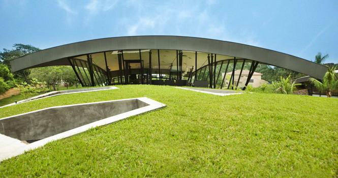 Два дома в Луке (Two Homes in Luque) в Парагвае от BAUEN. В этом проект авторы пытаются найти защищённое пространство для человека с учётом топографии, растительности и тропического климата, предлагая реальное биоклиматическое решение, обращающееся к традиционному для Парагвая образу жизни в гармонии с окружающей средой.  Два дома в Луке (Two Homes in Luque) в Парагвае от BAUEN                             Two Homes in Luque                          BAUEN 13