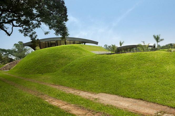 Два дома в Луке (Two Homes in Luque) в Парагвае от BAUEN. В этом проект авторы пытаются найти защищённое пространство для человека с учётом топографии, растительности и тропического климата, предлагая реальное биоклиматическое решение, обращающееся к традиционному для Парагвая образу жизни в гармонии с окружающей средой.  Два дома в Луке (Two Homes in Luque) в Парагвае от BAUEN                             Two Homes in Luque                          BAUEN 15