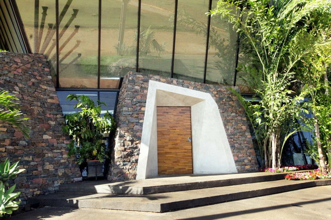 Два дома в Луке (Two Homes in Luque) в Парагвае от BAUEN. В этом проект авторы пытаются найти защищённое пространство для человека с учётом топографии, растительности и тропического климата, предлагая реальное биоклиматическое решение, обращающееся к традиционному для Парагвая образу жизни в гармонии с окружающей средой.  Два дома в Луке (Two Homes in Luque) в Парагвае от BAUEN                             Two Homes in Luque                          BAUEN 18