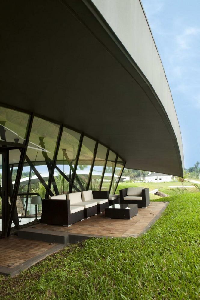 Два дома в Луке (Two Homes in Luque) в Парагвае от BAUEN. В этом проект авторы пытаются найти защищённое пространство для человека с учётом топографии, растительности и тропического климата, предлагая реальное биоклиматическое решение, обращающееся к традиционному для Парагвая образу жизни в гармонии с окружающей средой.  Два дома в Луке (Two Homes in Luque) в Парагвае от BAUEN                             Two Homes in Luque                          BAUEN 24