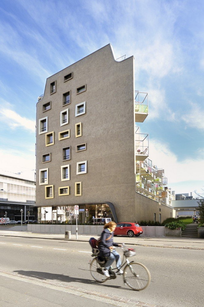 Архитектурное бюро Camenzind Evolution в плотном сотрудничестве со своим клиентом, компанией Swiss Life, создали уникальный проект жилого комплекса на 45 индивидуальных квартир. Основной задачей было разработать квартиры, которые бы обладали индивидуальностью  Жилой Дом с Нескучными Фасадами от Camenzind Evolution                                                                 Camenzind Evolution 11