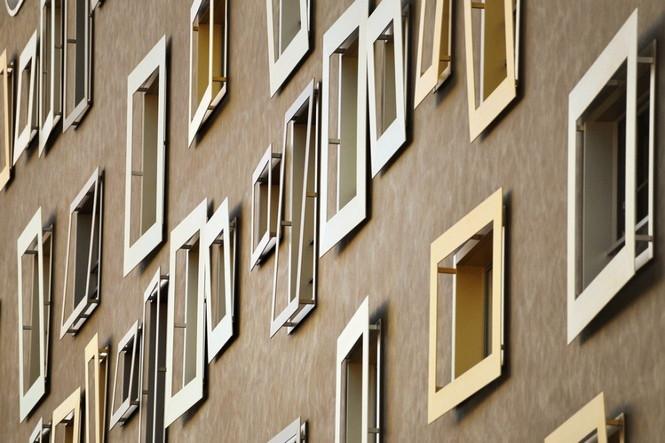 Архитектурное бюро Camenzind Evolution в плотном сотрудничестве со своим клиентом, компанией Swiss Life, создали уникальный проект жилого комплекса на 45 индивидуальных квартир. Основной задачей было разработать квартиры, которые бы обладали индивидуальностью  Жилой Дом с Нескучными Фасадами от Camenzind Evolution                                                                 Camenzind Evolution 13