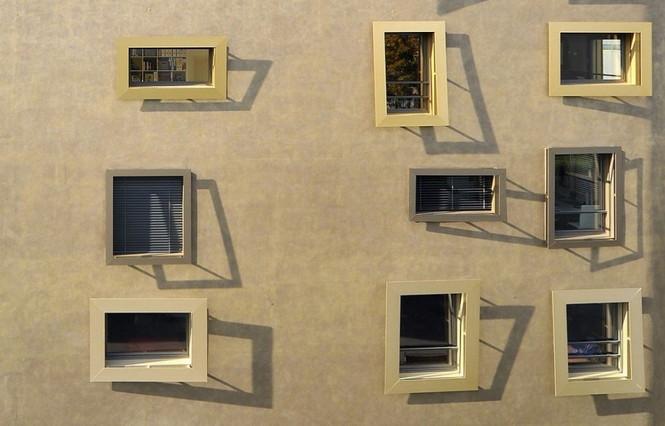 Архитектурное бюро Camenzind Evolution в плотном сотрудничестве со своим клиентом, компанией Swiss Life, создали уникальный проект жилого комплекса на 45 индивидуальных квартир. Основной задачей было разработать квартиры, которые бы обладали индивидуальностью  Жилой Дом с Нескучными Фасадами от Camenzind Evolution                                                                 Camenzind Evolution 15