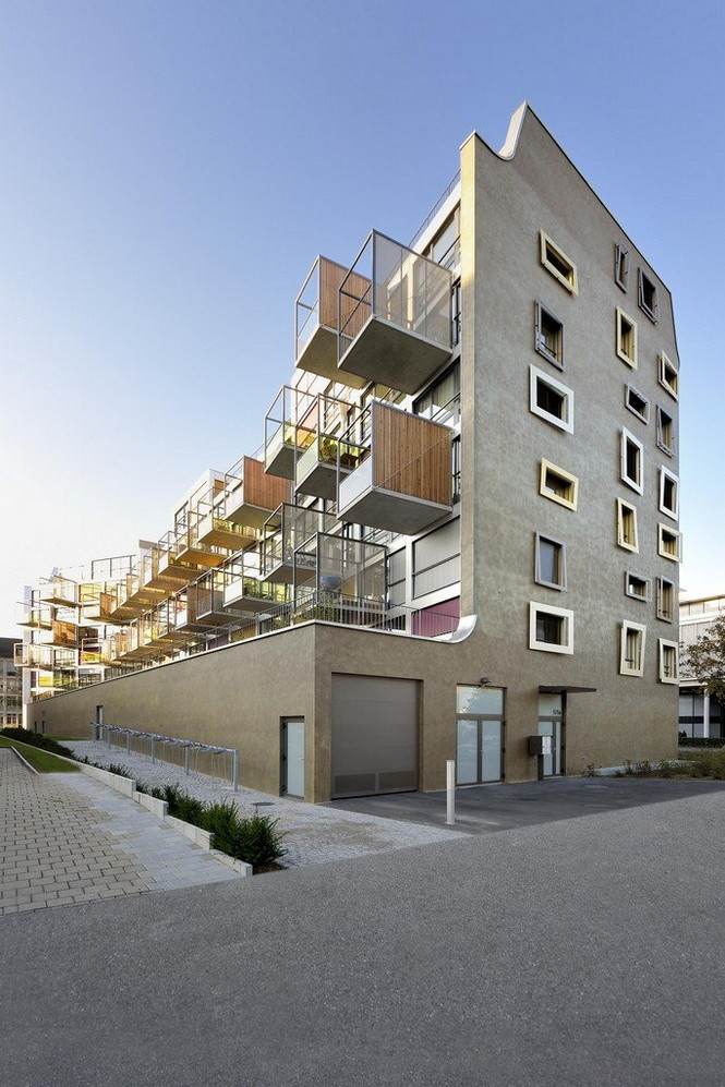 Архитектурное бюро Camenzind Evolution в плотном сотрудничестве со своим клиентом, компанией Swiss Life, создали уникальный проект жилого комплекса на 45 индивидуальных квартир. Основной задачей было разработать квартиры, которые бы обладали индивидуальностью  Жилой Дом с Нескучными Фасадами от Camenzind Evolution                                                                 Camenzind Evolution 16