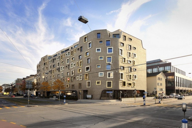 Архитектурное бюро Camenzind Evolution в плотном сотрудничестве со своим клиентом, компанией Swiss Life, создали уникальный проект жилого комплекса на 45 индивидуальных квартир. Основной задачей было разработать квартиры, которые бы обладали индивидуальностью  Жилой Дом с Нескучными Фасадами от Camenzind Evolution                                                                 Camenzind Evolution 2