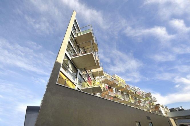 Архитектурное бюро Camenzind Evolution в плотном сотрудничестве со своим клиентом, компанией Swiss Life, создали уникальный проект жилого комплекса на 45 индивидуальных квартир. Основной задачей было разработать квартиры, которые бы обладали индивидуальностью  Жилой Дом с Нескучными Фасадами от Camenzind Evolution                                                                 Camenzind Evolution 20