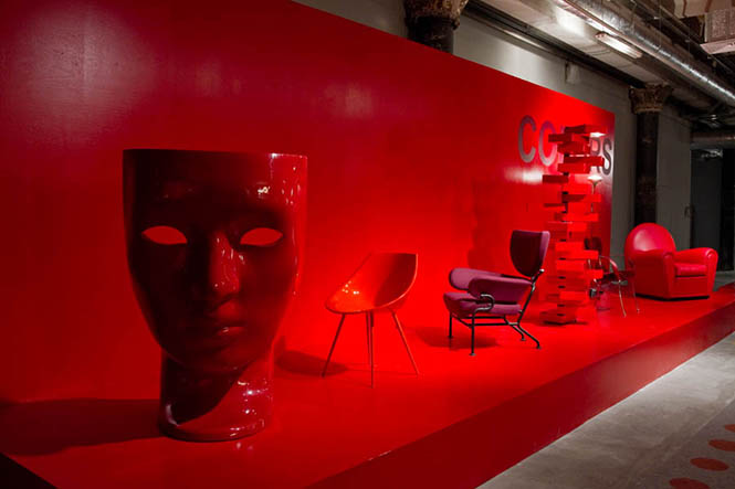 Маэстро современного дизайна, его всемирный оптимизатор, вдохновитель и сценограф Джулио Каппеллини продемонстрирует новейшие тенденции интерьерного и предметного дизайна в своей инсталляции Made in Italy, которую можно будет увидеть в ЦДХ, во время проведения Moscow Design Week 2012, 9 - 14 октября; Джулио Каппеллини прочтет лекцию о трендах в дизайне 10 октября в ЦДХ, в зале ДНК, в полдень.