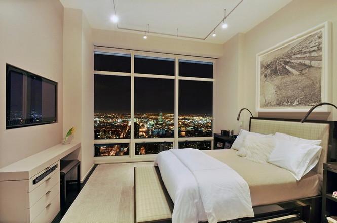 Представленный пентхаус расположен на 42 этаже Башни Блумберга (Bloomberg Tower) в центре Манхэттена, Нью-Йорк, США.  Пентхаус в Башне Блумберга на Манхэттене от Сюзаны Ловелл                                                                                                            12