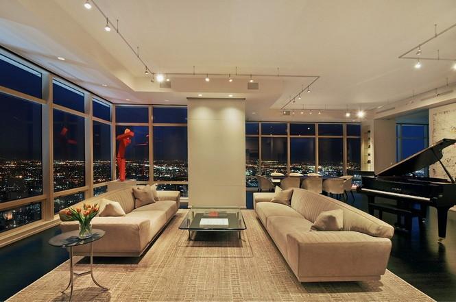 Представленный пентхаус расположен на 42 этаже Башни Блумберга (Bloomberg Tower) в центре Манхэттена, Нью-Йорк, США.  Пентхаус в Башне Блумберга на Манхэттене от Сюзаны Ловелл                                                                                                            7