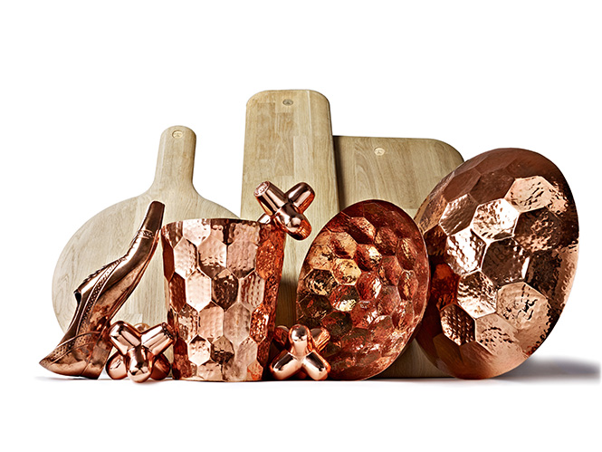 В продолжение темы самых популярных вещей с дизайнерской выставки London Design Festival, стоит отметить коллекцию аксессуаров для дома от уважаемого британского дизайнера Тома Диксона (Tom Dixon).