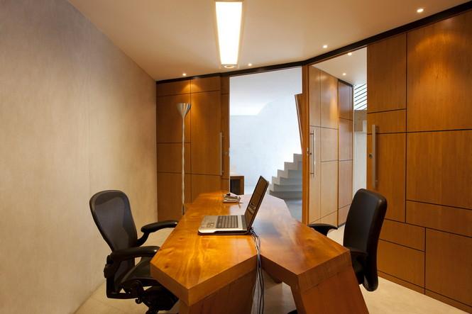 Дизайнеры студии Mareines + Patalano Arquitetura работали над оформлением интерьера офиса компании Glem в Рио-де-Жанейро, Бразилия Первое, что отличает данный проект, это необычное