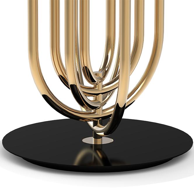 Тернер таблице просто голова токарь. Вдохновленный ходов Тины Тернер танца она имеет форму арт-деко с возможностью вращения его дуги в нужное положение, так что вы можете создать свою любимую композицию, когда вы хотите. Дуги сделаны из латуни с отделкой из меди и верхняя крышка из алюминия лакированного в белый крем.