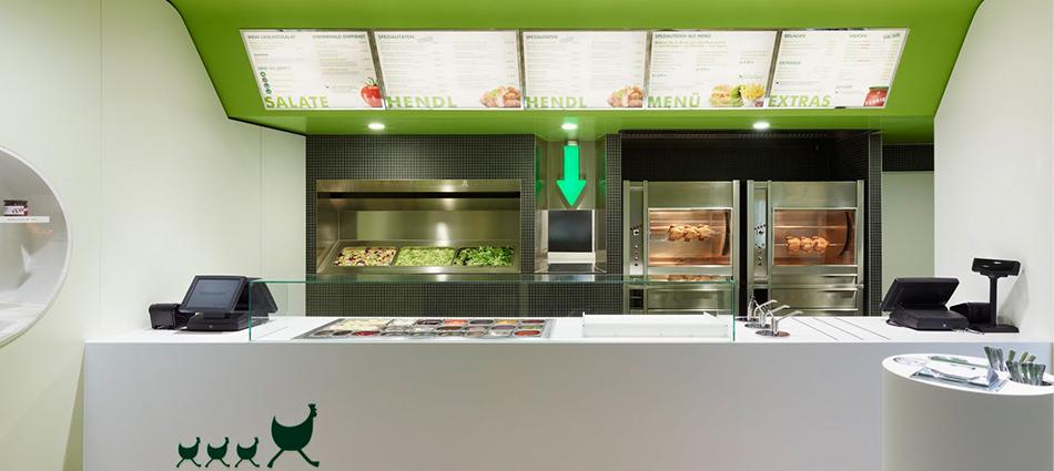 Веселая графика и свежее сочетание зеленого, белого и коричневого превратили это место в милый и современный ресторан.  Munique, свежий классический ресторан slider