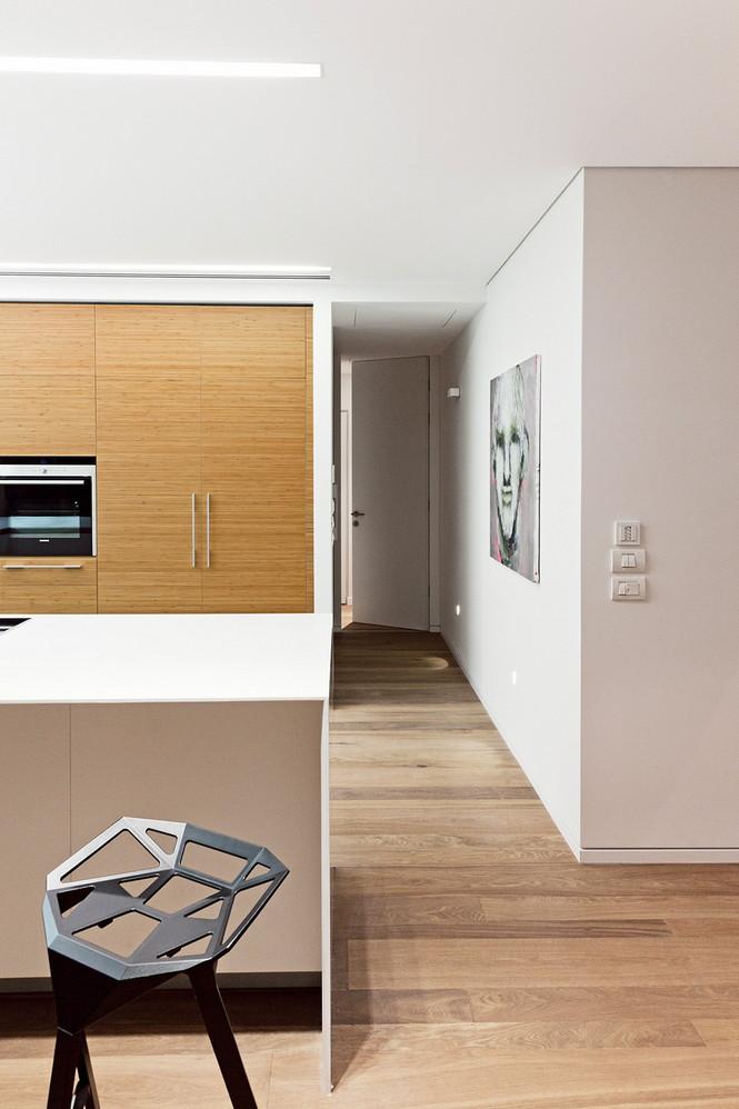 Проектное бюро GammaArc Group представило проект TLV Apartments3 Современные апартаменты площадью 150 кв метров расположены на 22 этаже одной из высоток в Тель-Авиве  Апартаменты в Тель-Авиве от GammaArc Group                                                    GammaArc Group 11