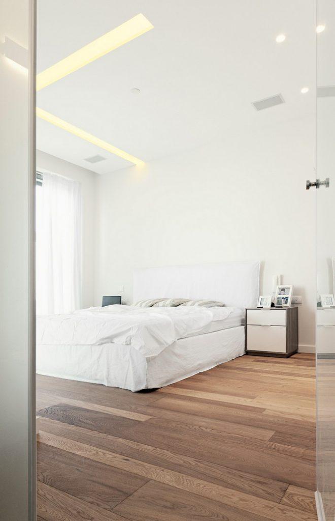 Проектное бюро GammaArc Group представило проект TLV Apartments3 Современные апартаменты площадью 150 кв метров расположены на 22 этаже одной из высоток в Тель-Авиве  Апартаменты в Тель-Авиве от GammaArc Group                                                    GammaArc Group 12