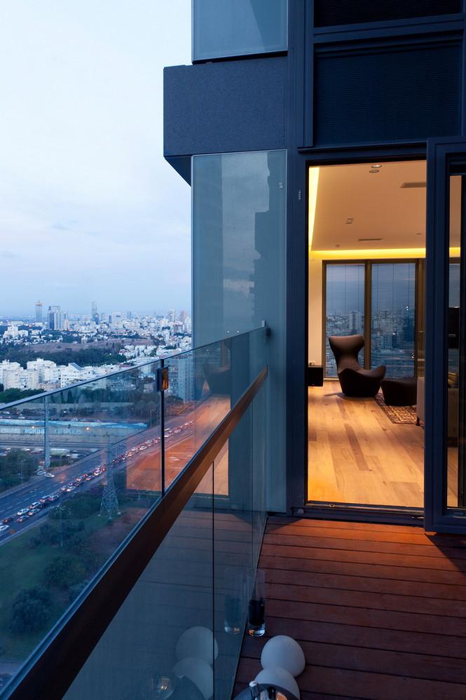 Проектное бюро GammaArc Group представило проект TLV Apartments3 Современные апартаменты площадью 150 кв метров расположены на 22 этаже одной из высоток в Тель-Авиве  Апартаменты в Тель-Авиве от GammaArc Group                                                    GammaArc Group 2