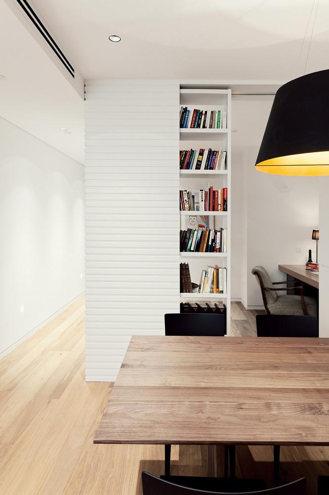 Проектное бюро GammaArc Group представило проект TLV Apartments3 Современные апартаменты площадью 150 кв метров расположены на 22 этаже одной из высоток в Тель-Авиве  Апартаменты в Тель-Авиве от GammaArc Group                                                    GammaArc Group 7