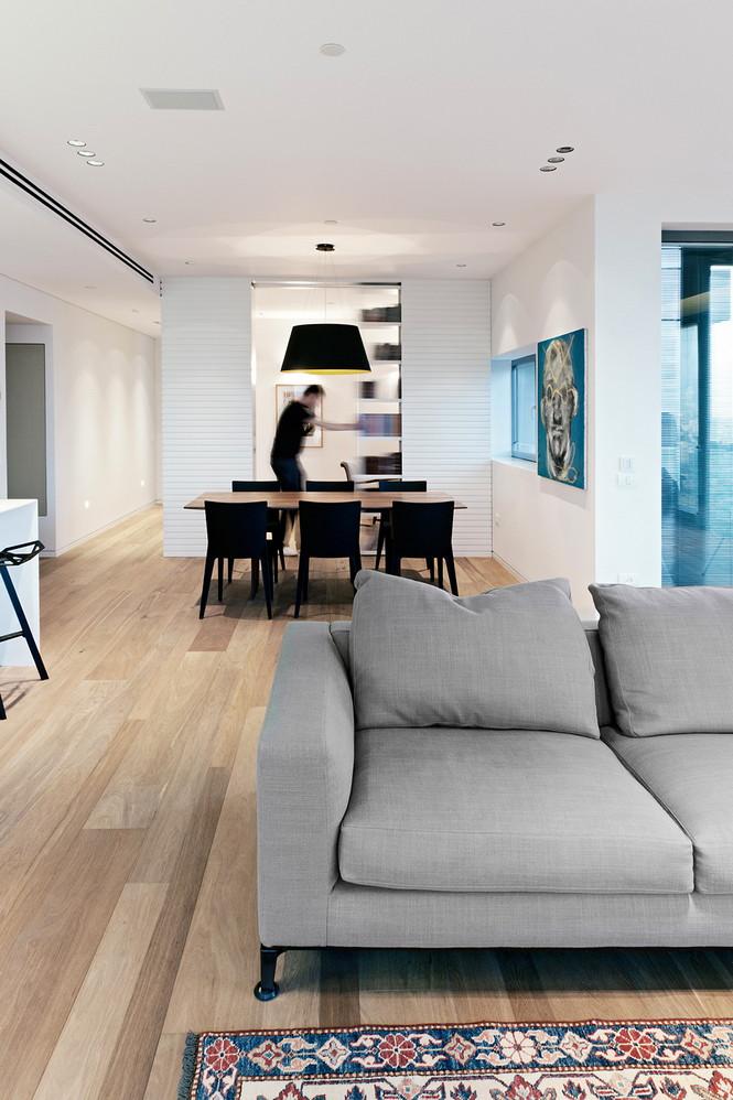 Проектное бюро GammaArc Group представило проект TLV Apartments3 Современные апартаменты площадью 150 кв метров расположены на 22 этаже одной из высоток в Тель-Авиве  Апартаменты в Тель-Авиве от GammaArc Group                                                    GammaArc Group 9