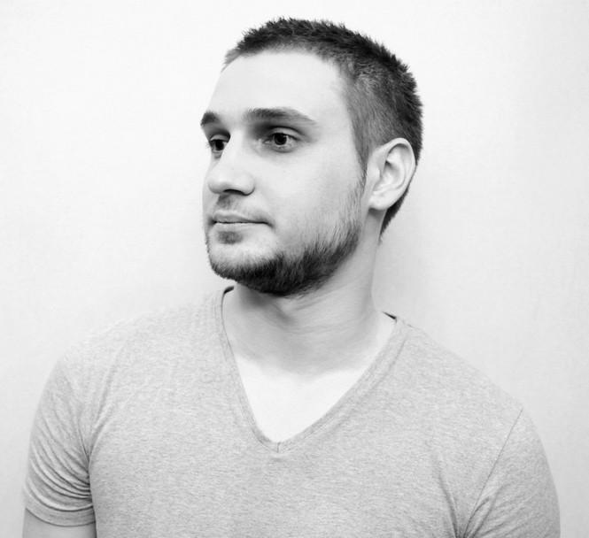 Молодой дизайнер из Киева Василий Бутенко уже замечен интерьерными и архитектурными СМИ. Форма бутылки была специально подобрана дизайнером.