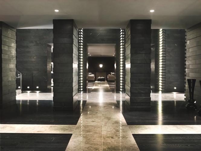 """Один из лучших домов  """"Золотой Мили"""" построен по проекту известного британского дизайнера Келли Хоппена (Kelly Hoppen for you) создан в соответствии с международными стандартами стиля и комфорта. Построен в 2011 году."""