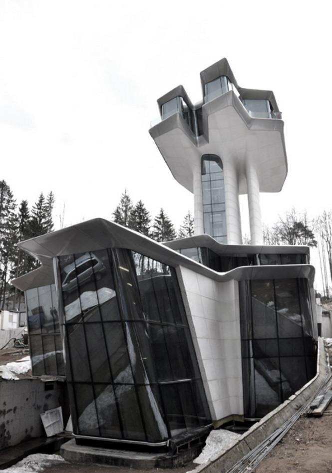 Роскошного космического корабля в горах Барвихи можно считать архитектурном бриллиантом и одним из самых успешных проектов Захи Хадид.