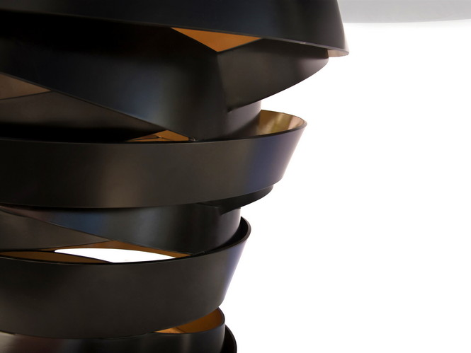 """Под руководством своего президента и креативного директора, Janet Morais, КОКЕТ с их лозунгом """"Любовь случается"""" сосредоточены на создании практически всего, начиная от осветительных приборов, скамеек и стульев до корпусной мебели и обивки в рамках своей коллекции Guilty Pleasures."""
