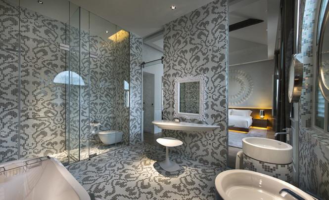 Архитекторы студии Ministry of Design, основанной в Сингапуре, превратили 100-летний особняк Macalister Mansion в Пенаге, Малайзия, в современный отель.