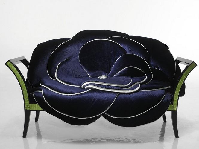 Итальянская компания Sicis помимо мозаики, специализируется на производстве мягкой мебели. Взяв за основу природную тематику, творческая группа превратила диваны и кресла в роскошные цветы, а стулья — в сказочных птиц.
