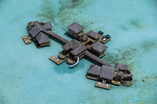 Если вы хотите устроить себе нечто незабываемое, то отправляйтесь на Мальдивы. Остановитесь там в отеле Soneva Fushi by Six Senses — одно из немногих мест, где возможно чудо: полное отстранение от суеты и всего сиюминутного, погружение в волшебное пространство, сотканное из голубых небес, белого песка и изумрудно-синих волн. Отель известен своим роскошным SPA-центром Six Senses Spa. Вам предложат терапевтические программы на основе тайской, балийской и аюрведической методик, а также программы сбалансированного питания.