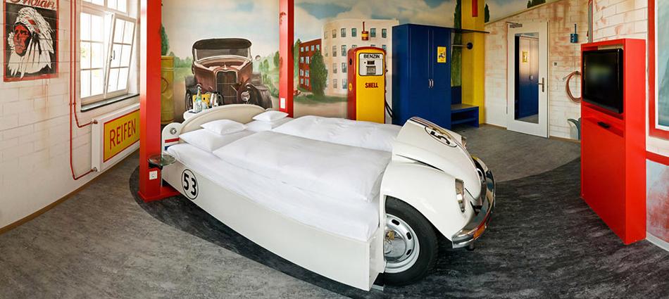 Отель V8 в Штутгарте для любителей автомобилей           10