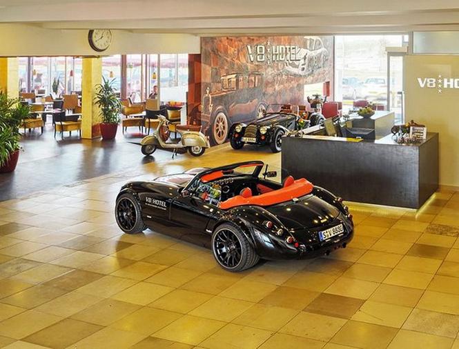 Отель V8 в Штутгарте для любителей автомобилей           51