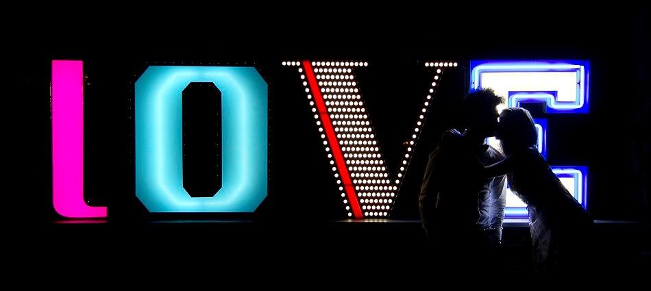 Новинка от португальского бренда Delightfull – композиция LOVE delightfull graphic lamp collection love 03