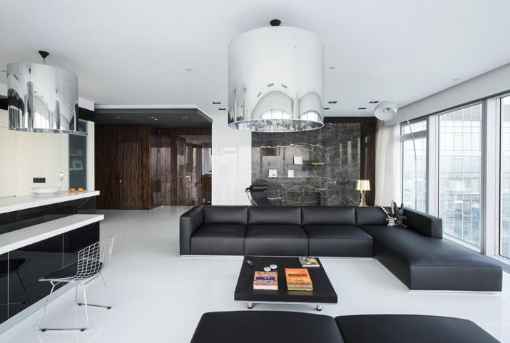 Частная резиденция площадью 172 кв. метра расположена на 46 этаже здания и представлена гостиной зоной открытого плана, совмещенной с кухней, спальней хозяев, двумя комнатами для гостей, трем ванными и гостевым санузлом.
