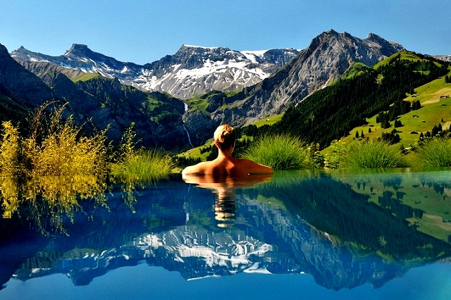 Топ-5 самых красивых и необычных бассейнов мира