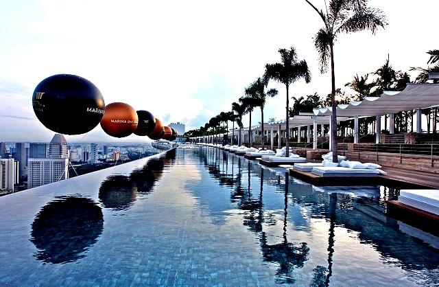 Топ-5 самых красивых и необычных бассейнов мира  Marina Bay Sands Hotel