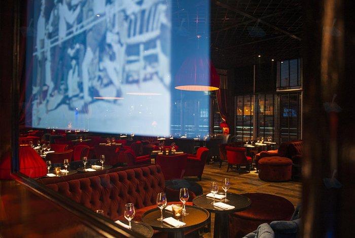 Рестораны_премиум-класса-в-Москве-лучшие-идеи-дизайна-интерьера-Ресторан- бар_La Barge1  5 ресторанов класса премиум в Москве: лучшие идеи дизайна интерьера для дизайнеров и архитекторов                                                                                                                                                La Barge1