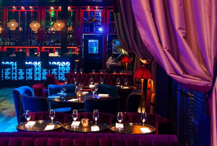 Рестораны_премиум-класса-в-Москве-лучшие-идеи-дизайна-интерьера-Ресторан- бар_La Barge2  5 ресторанов класса премиум в Москве: лучшие идеи дизайна интерьера для дизайнеров и архитекторов                                                                                                                                                La Barge2