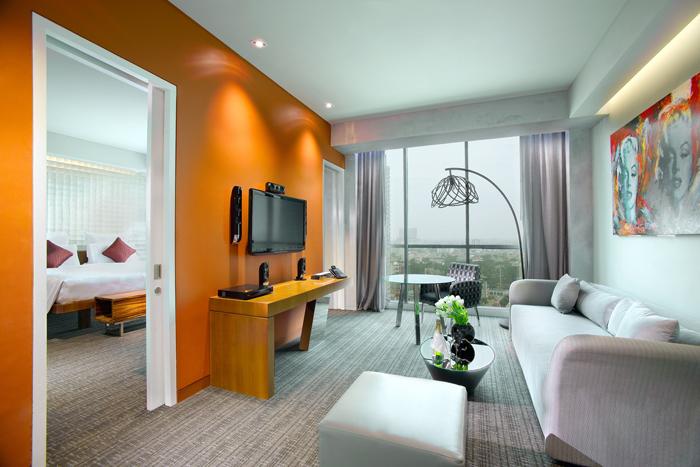 Executive Suite Living Area_700