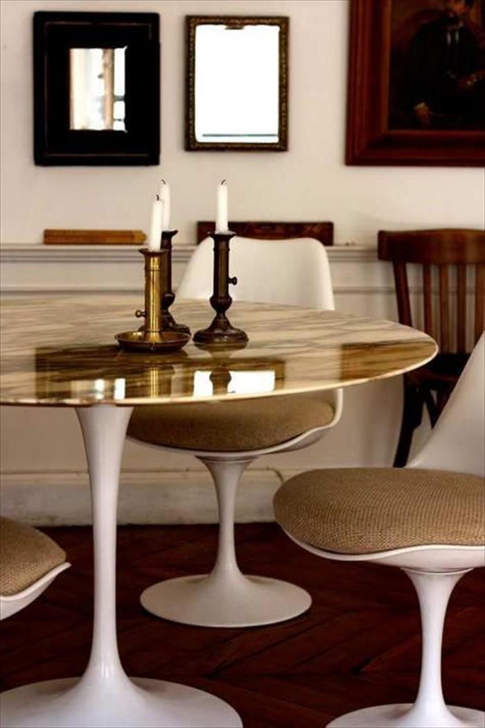 Маленький и круглый обеденный стол, золото и глянец сверху чтобы придать нотку гламура в небольших помещениях  ТОП 20 СОВРЕМЕННЫХ ОБЕДЕННЫХ СТОЛОВ 118 e1458840221299